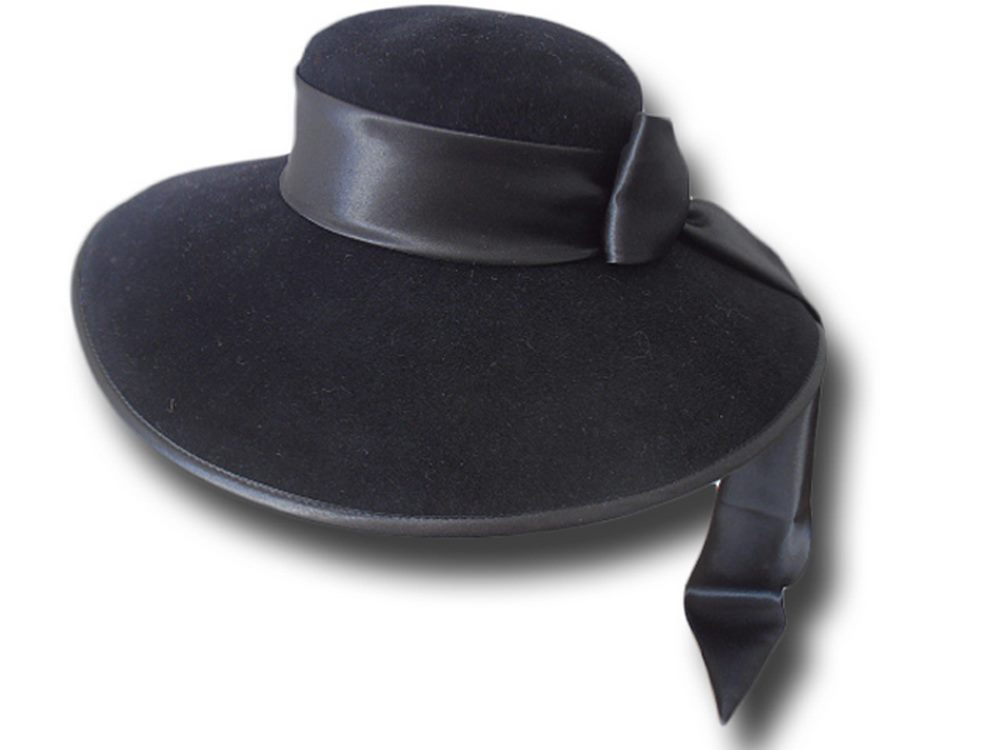Melegari Sarandon ceremony Hat
