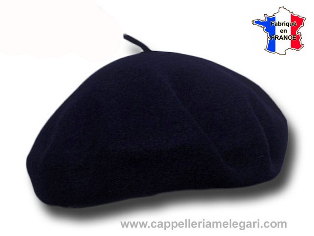 Basque beret popular man Laulhère Pebeo bére