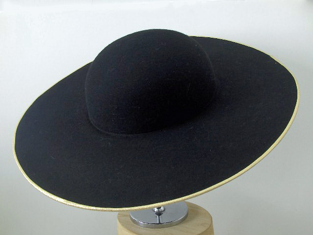 Theatrical hat with a wide brim of 1700 handma