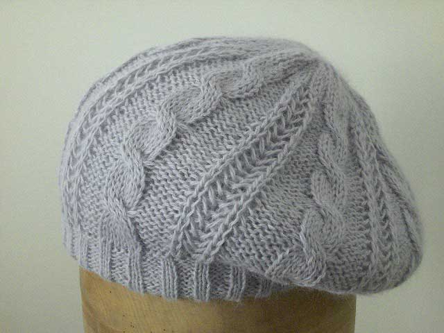 Basque woman's knitted soft Pandora hat